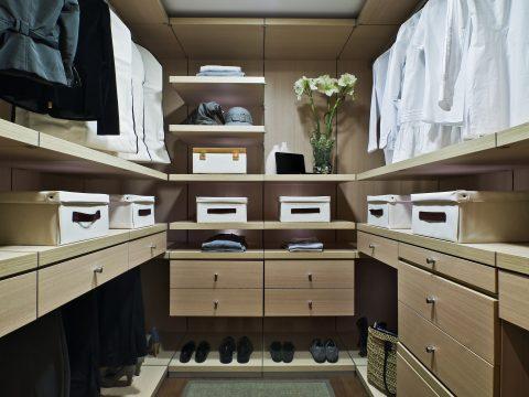 light wood coloma poliform closet